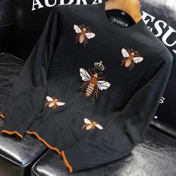 106002 GU 시그니처 플라잉 꿀벌 엠브로이드 니트 (Black)