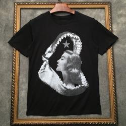 106955 GI 샤크본 인사이드걸 프린팅 하프 티셔츠 (Black)
