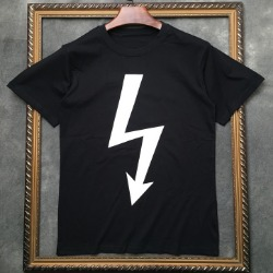 106957 NE 애로우라인 포인트 하프 티셔츠 (3Color)