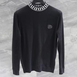 108174 유니크 네크라인 레터링 포인트 반폴라 니트 (Black)