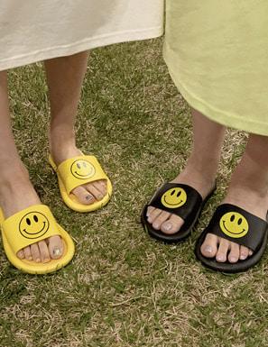 快樂笑臉點綴平底拖鞋