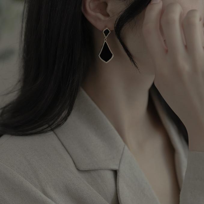 9544 black tie earrings