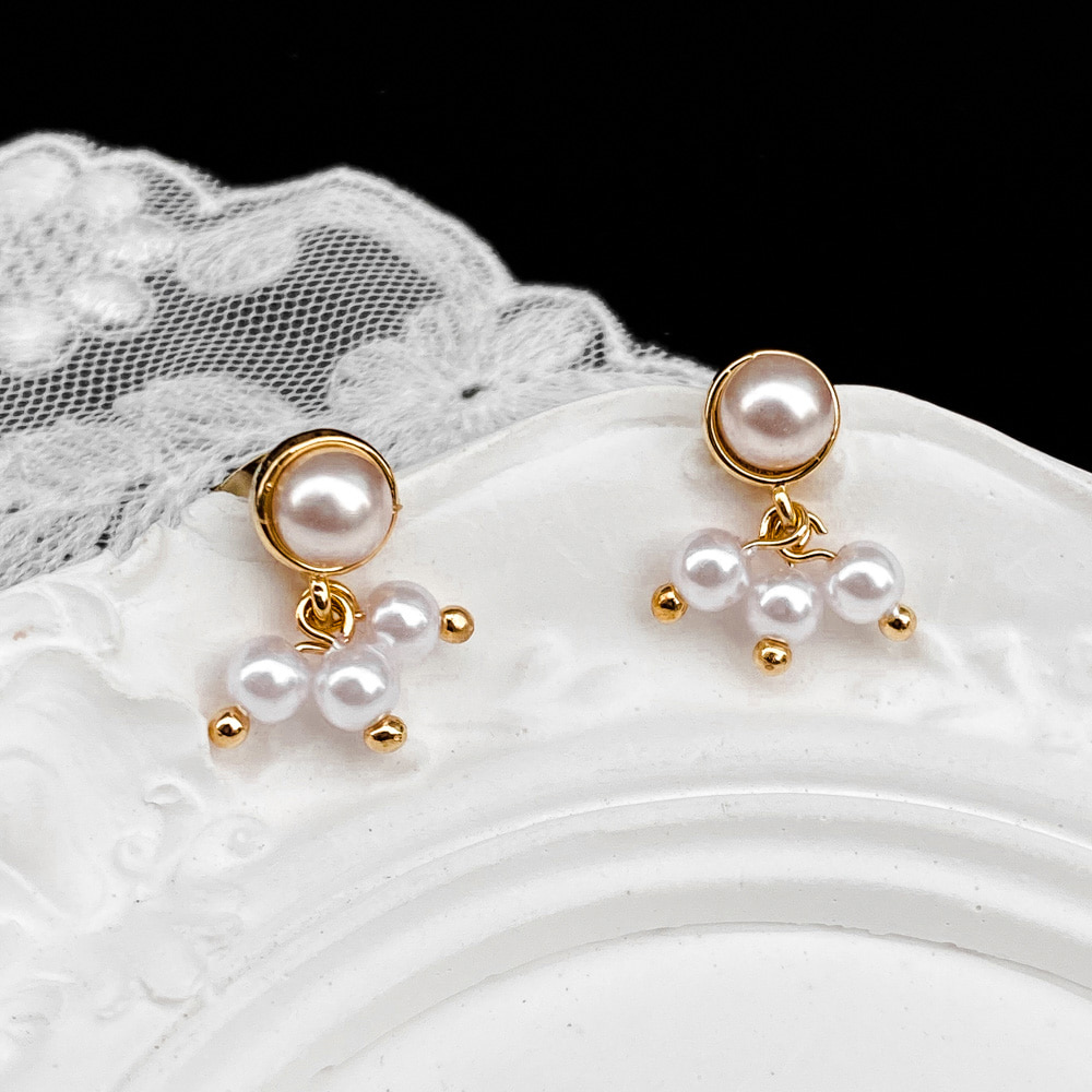 2513 berry pearl earring