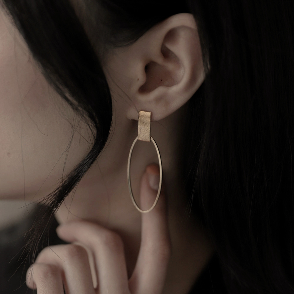 1070 gold square ring earrings