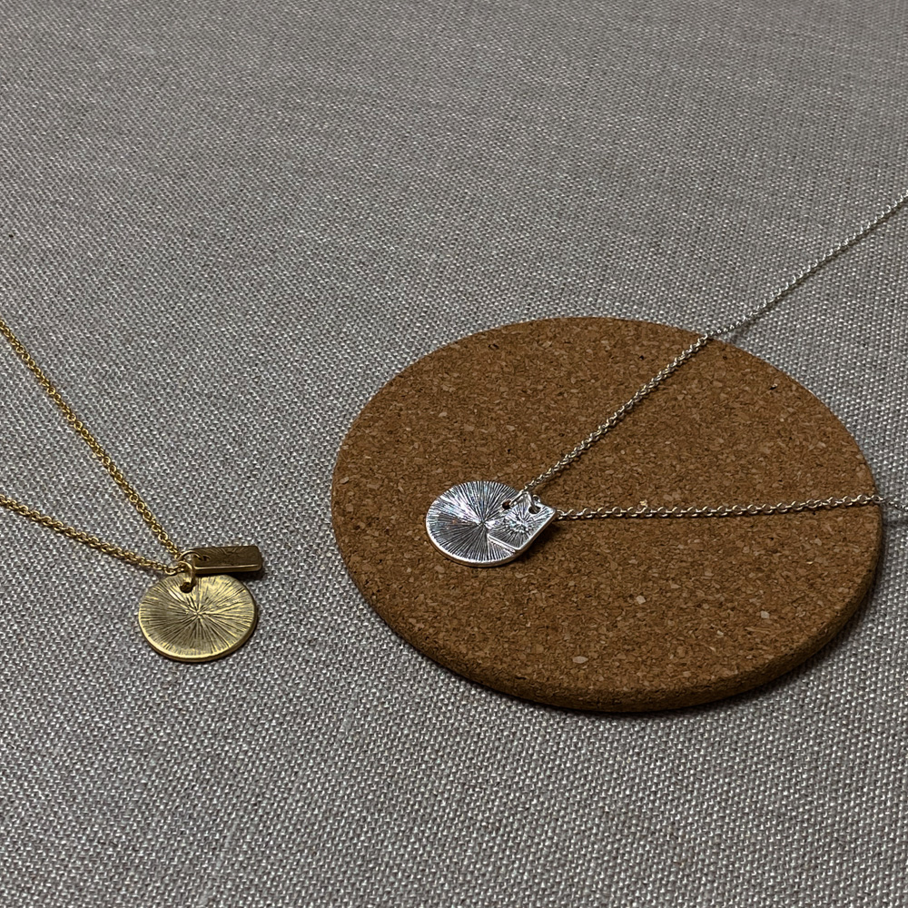 083 comb circle pendant necklace