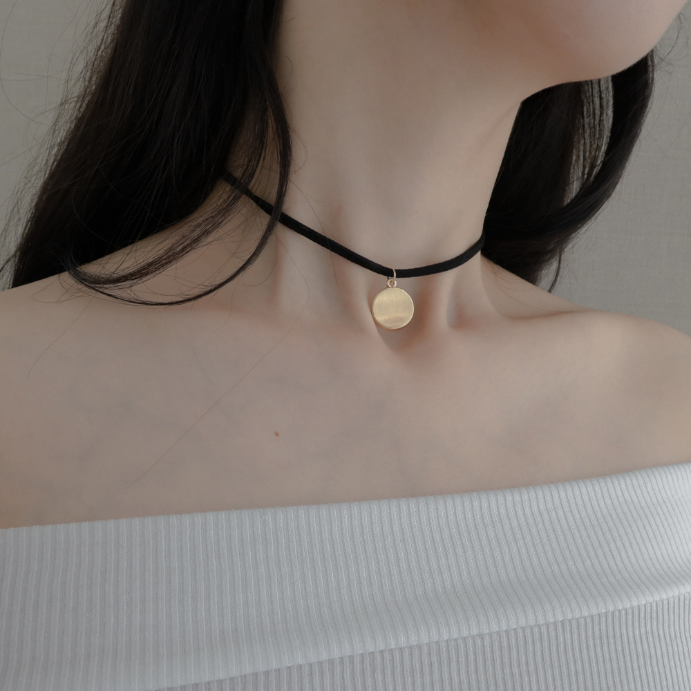 circle mood black choker